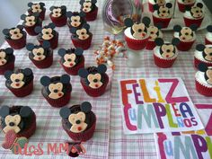 cupcakes mickey Cupcakes, Cookies, Desserts, Food, Crack Crackers, Tailgate Desserts, Deserts, Cupcake, Biscuits