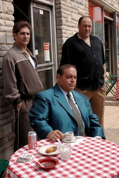 "Christopher ""Chrissy"" Moltisanti played by Michael Imperioli, Vito Spatafore, Sr., played by Joseph R. Gannascoli and, and Tony Soprano played by James Gandolfini Mafia, Os Sopranos, Leiden, Hbo Tv Series, Tony Soprano, Gangster Movies, Go To Movies, Pulp, Great Tv Shows"