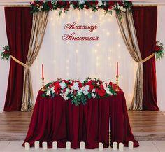 Wedding Cake Backdrop, Wedding Backdrop Design, Head Table Wedding, Red And White Wedding Decorations, Wedding Hall Decorations, Engagement Decorations, Red Rose Wedding, Wedding Arch Flowers, Burgundy Wedding Invitations