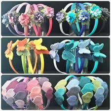 Risultati immagini per cerchietto feltro Crochet Fabric, Baby Party, Fabric Flowers, Free Pattern, Birthday Gifts, Hair Accessories, Big Shot, How To Make, Diy