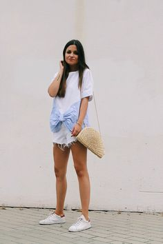 Comfy summer outfit wearing white shorts and bow tshirt