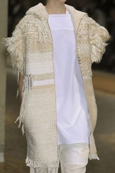 Céline at Paris Fashion Week Spring 2011 - Livingly Knit Fashion, Hijab Fashion, Boho Fashion, Weaving Textiles, Textile Fabrics, Crochet Wool, Moda Chic, Fashion Project, Models Off Duty