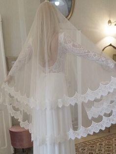 It's a kind of MAGIC florabridal veil with vintage romantic lace -  #flora #veil #vogueparis #fashionlove #bridallove #weddingseason #ss17 #fashionista #whitewedding #magic