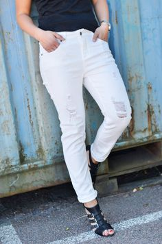 Vita slitna jeans | White jeans spring summer fall outfit inspiration | www.mandeldesign.se