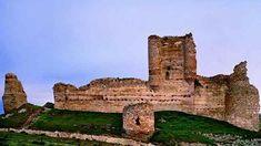 El castillo también fue sede del reino en tiempos de Doña Urraca, la mujer de Alfonso I El Batallador. Dice la leyenda que en los bajos de la fortaleza existían pasadizos secretos, uno por cada amante morisco Fuentidueña de Tajo, que cortejaba a Doña Urraca. Posteriormente, en este castillo también estuvieron como prisioneros Pedro Manrique o Álvaro de Luna