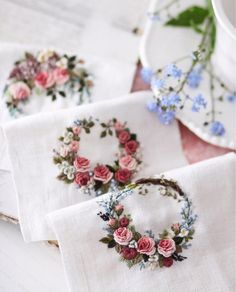 Wonderful Ribbon Embroidery Flowers by Hand Ideas. Enchanting Ribbon Embroidery Flowers by Hand Ideas. Brazilian Embroidery Stitches, Embroidery Flowers Pattern, Learn Embroidery, Hand Embroidery Stitches, Silk Ribbon Embroidery, Embroidery Hoop Art, Hand Embroidery Designs, Embroidery Techniques, Cross Stitch Embroidery