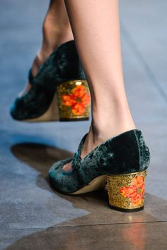 Velvet shoe, flower heel
