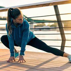 Stretching bringt unseren Stoffwechsel in Schwung und macht uns mobil. Mit diesen Dehnübungen werden die Muskeln beweglicher und der Körper geschmeidiger.