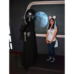 I was SO happy and SO scared all rounded into this expression!!! I was to chicken to ask for a hug. Hehehe #kyloren #disneyland #kylo #firstorder #happygirl #starwars #scaried #awsome #yessir #awww #love #happybirthdayme #bestbirthdayever #thankyou by mj_yadira
