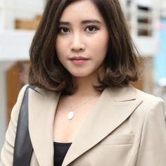 Korean Hairstyles For Short Hair 2018 20 Medium Asian Hair, Medium Short Hair, Medium Hair Styles, Curly Hair Cuts, Long Curly Hair, Short Hair Cuts, Curly Hair Styles, Long Brown Hair, Long Layered Hair