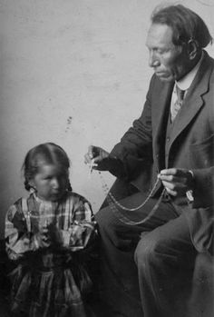 White Wolf : Black Elk, Medicine Man, of the Oglala Lakota - A Life In Photos