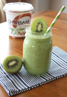 1 cup almond milk with vanilla extract 1/4 cup plain yogurt 2 kiwis, peeled 10 green grapes 1 large handful of baby spinach leaves 1 teaspoon chia seeds (optional) 1 banana 10 cubes of ice