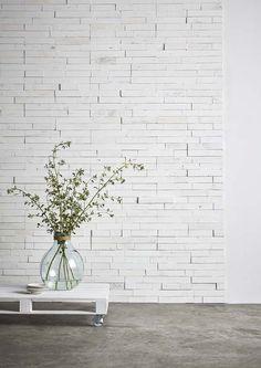 KARWEI | Muuridee No.4: een muur met een frisse, stoere look, maak je heel eenvoudig met plakhout. #diy