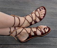 Hecho a mano sandalia de cuero para mujer, color marrón con el anillo del dedo del pie para mejor estabilidad y correa marrón Rechangeable.  Se han