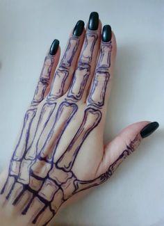 Henna Tattoo Hand, Bone Hand Tattoo, Pen Tattoo, Doodle Tattoo, Hand Bone, Skeleton Hands Drawing, Skeleton Tattoos, Mini Tattoos, Small Tattoos