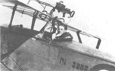 Montagem italiana de duas posições para uma Lewis sobre a asa de um Macchi-Nieuport 16.