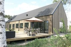 Beautifully refined version of a barn/shed house. The roof pitch is probably slightly steeper than we need, but it looks great. Weekend Cottages, Modern Barn House, Barns Sheds, Shed Homes, Exterior Design, Future House, Beautiful Homes, Architecture Design, House Plans