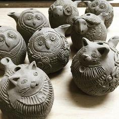 Clay Birds, Ceramic Birds, Ceramic Vase, Ceramics Projects, Clay Projects, Clay Animals, Animal Faces, Animal Sculptures, Art Club