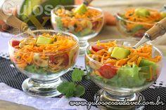 A saladinha do #almoço deixa o corpo leve, é simples de preparar e super saborosa, é a Salada de Cenoura Refrescante!  #Receita aqui: http://www.gulosoesaudavel.com.br/2014/03/25/salada-cenoura-refrescante/