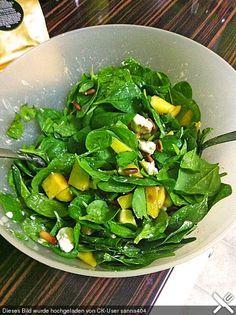 Mango-Spinat-Salat mit Feta-Käse und gerösteten Pinienkernen (Rezept mit Bild)   Chefkoch.de