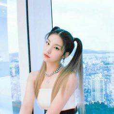 Kpop Girl Groups, Korean Girl Groups, Kpop Girls, Two Ponytails, Uzzlang Girl, Korean Celebrities, Tumblr Girls, Selca, South Korean Girls