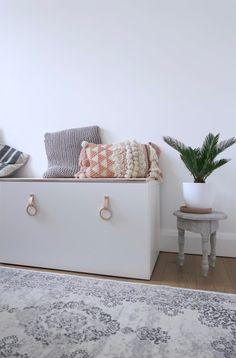 Meest gestelde vragen over de Stuva Följa zitbank - Een goed verhaal Ikea Stuva Bank, Ikea Tv, Tv Furniture, Bench With Storage, Home Look, Kids Bedroom, Playroom, Living Room, Interior Design