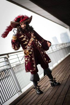 Captain James Hook from Peter Pan (2003) Cosplayer: Muralu