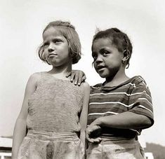Gordon Parks, Two young girls at Camp Christmas Seals, Haverstraw, New York, August Source: USDA Historical Photos Gordon Parks, Tina Modotti, Walker Evans, New York Museums, Glamour Photography, Street Photography, Photography Gallery, Vintage Photography, Park Photos