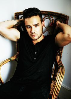 Damn, son! Can we just take a minute and think about how this is so hot my directioner friends!!