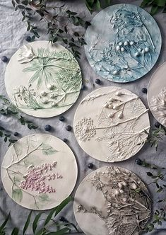 40 Botanical Bas-reliefs 🌿 for Wall Decor of kitchen, bathroom, bedroom, hallway, living room – farmhouse decor flowers Clay Wall Art, Ceramic Wall Art, Clay Art, Ceramic Pottery, Plaster Crafts, Plaster Art, Polymer Clay Projects, Diy Clay, Diy Pour Enfants