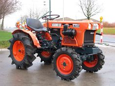 KUBOTA Tractor ..I love these little tractors, they're just so cool
