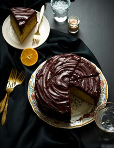 Orange-Olive Oil and Chocolate Cake, with flaked salt. You'll have to use a different chocolate frosting recipe to keep it pareve, but the cake is naturally. Just Desserts, Delicious Desserts, Yummy Food, Sweet Recipes, Cake Recipes, Dessert Recipes, Food Cakes, Cupcake Cakes, Orange Olive Oil Cake