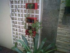 mini caixotes utilizados para colocar vasos com temperos