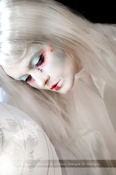 Theatrical makeup - Ghost makeup by Giorgia Di Giorgio Halloween Makeup, Halloween Stuff, Halloween Ideas, Halloween Party, Snow Queen Makeup, Ghost Makeup, Beauty And Fashion, Theatrical Makeup, Theatre Makeup