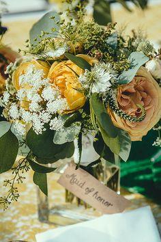 vintage style floral arrangement http://www.weddingchicks.com/2014/02/18/vintage-beauty/