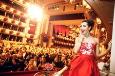 Opernball Wien - A snapshot of Laura Barriales at the Opera Ball in Vienna. A great woman with a great attitude! Great Women, Vienna, Attitude, Opera, One Shoulder, Events, Woman, Formal Dresses, People