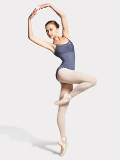 Biggest dancewear mega store offering brand dance and ballet shoes, dance clothing, recital costumes, dance tights. Shop all pointe shoe brands and dance wear at the lowest price. Poses Dynamiques, Dance Poses, Body Poses, Female Pose Reference, Pose Reference Photo, Ballet Poses, Ballet Dancers, Boris Vallejo, Royal Ballet
