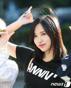 【フォト】可愛い出勤ファッション!TWICEの出勤画像が話題に Nayeon, South Korean Girls, Korean Girl Groups, San Antonio, Twice Group, Sana Momo, Myoui Mina, Asia Girl, Entertainment