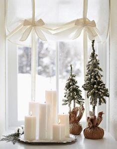 Свечи разного размера, выложенные на подносе - нежно, практично и красиво