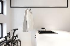 bicycle - storage - iron - black - white - photography - photographer - shirt - Valerie-Clarysse - shoot - Beeldpunt