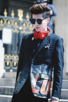 Find images and videos about kris, wuyifan and kriswu on We Heart It - the app to get lost in what you love. Stylish Girls Photos, Stylish Boys, Girl Photos, Exo, Chanyeol, Kris Wu, Korean Men, Korean Actors, Rapper