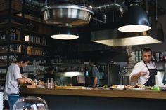 Mangi spesso fuori per lavoro e per svago e vuoi sapere come fare per mangiare bene al ristorante? Allora questo articolo fa per te e ti spiegherà come fare