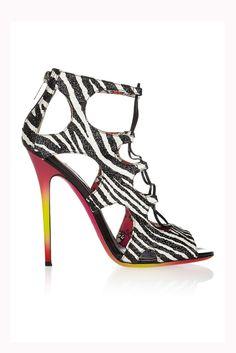 Tendencias: Los zapatos más rompedores de 2013. Tipo jaula, y con estampado de cebra, de Jimmy Choo.