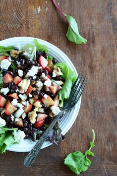 Strawberry Black Bean Salad--- this is sooooo yummy. I omitted the cheese, and added ground flax seed. Weird, but I love how it taste on salad. It has become my cheese substitute. Healthy Salads, Healthy Eating, Healthy Recipes, Healthy Food, Simple Salads, Spring Salad, Summer Salads, Bean Recipes, Salad Recipes