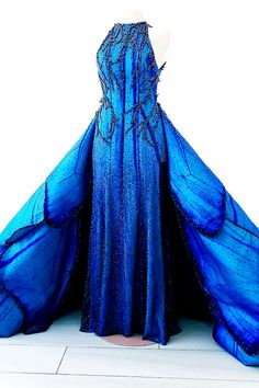 fashion runway fashion-runways:MAK TUMANG Blue Morpho dress This is the dress. Ball Dresses, Ball Gowns, Evening Dresses, Prom Dresses, Formal Dresses, Fantasy Gowns, Mode Outfits, Beautiful Gowns, Costume Design