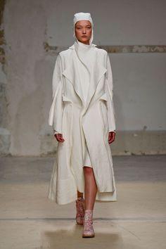 Aganovich at Paris Fashion Week Spring 2014 - Runway Photos Spring Fashion, Fashion Show, Paris Fashion, Spring 2014, Summer 2014, Spring Summer, Dedicated Follower Of Fashion, Summer Coats, Trend Council