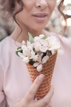 Spring Photography, Floral Photography, Creative Photography, Portrait Photography, Spring Aesthetic, Flower Aesthetic, Foto Macro, Blooming Trees, Girls With Flowers
