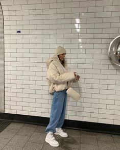 beautiful autumn outfits Find the most beautiful outfits for your . - beautiful autumn outfits Find the most beautiful outfits for your autumn look. Winter Outfits For Teen Girls, Winter Mode Outfits, Winter Fashion Outfits, Look Fashion, 90s Fashion, Fall Outfits, Retro Fashion, Travel Outfits, High Fashion