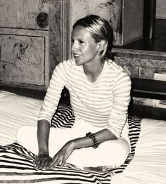 Tory Burch in India. Photographed by Gordon Hull-She is so gorgeous but dressed simply