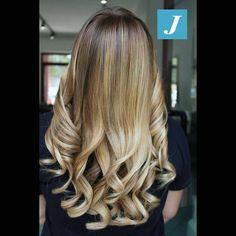 """""""Mi piace"""": 4, commenti: 1 - Zero Difetti Studio - Matera (@degradejoellematera) su Instagram: """"La luce perfetta per i tuoi #capelli griffati Degradé Joelle #cdj #degradejoelle #tagliopuntearia…"""""""